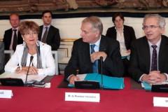 552805-le-premier-ministre-jean-marc-ayrault-c-preside-le-comite-interministeriel-du-handicap-cih-accompagn.jpg
